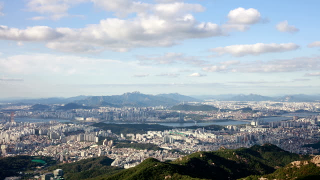 day cityscape of n seoul tower (famous tourist attraction) and han river - anhöhe stock-videos und b-roll-filmmaterial