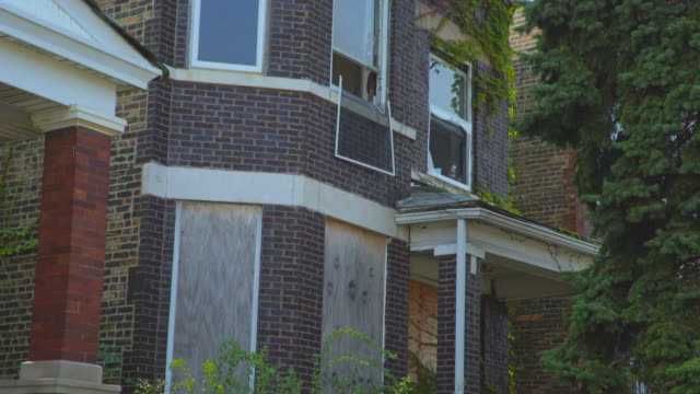 day exterior run down boarded up apartment - run down stock videos & royalty-free footage