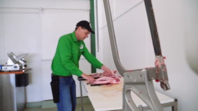 vidéos et rushes de a day in the life of a butcher: working at the shop - casquette de baseball