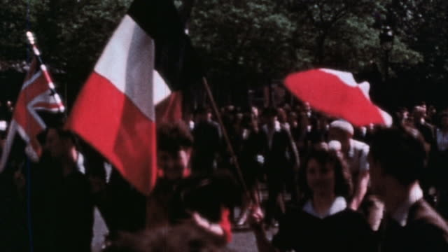 ve day parade with flags of the allied nations paris france may 1945 - ve day stock-videos und b-roll-filmmaterial