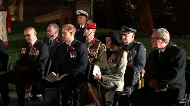 london hyde park corner ext / night woman singing during anzac day dawn service sot prince harry and fiancée meghan markle attending service dawn... - anzac day stock videos & royalty-free footage