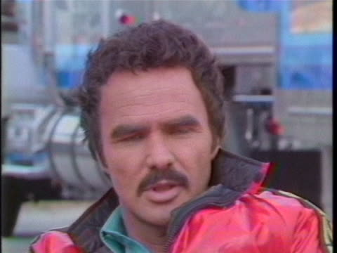day shot, zoom-in, sot. during an interview, american actor burt reynolds talks about reading biographies, and reflects on working behind the... - biographie stock-videos und b-roll-filmmaterial