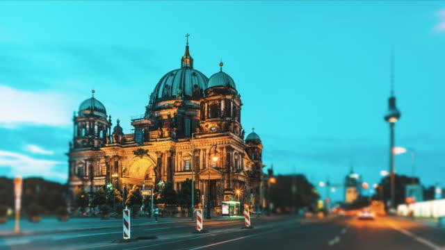 day to dusk time-lapse of berlin cathedral, berlin, germany - day to dusk stock videos & royalty-free footage