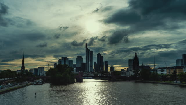 day to dusk time-lapse of frankfurt skyline - heranzoomen stock-videos und b-roll-filmmaterial