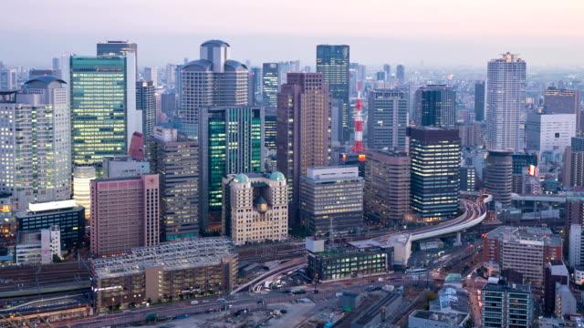 昼から夜への時間の経過 HD : 大阪の街並みをご覧ください。