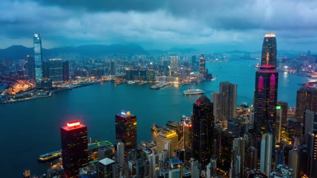 tag-zu-nacht-hyperlapse der skyline von hongkong - high dynamic range imaging stock-videos und b-roll-filmmaterial