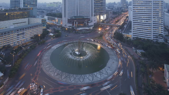 MS  TL Day to night  Jakarta Hotel Indonesia Monument  roundabout with traffic