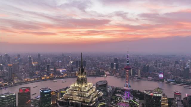 t/l day to night of shanghai skyline, china - romantische stimmung stock-videos und b-roll-filmmaterial