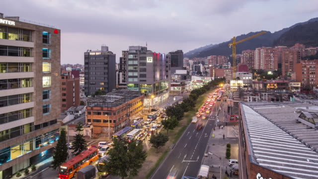 vidéos et rushes de tl, ws day to night of traffic in usaquen district, bogota / bogota, colombia - colombie
