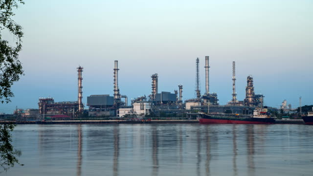 Day to night oil refinery