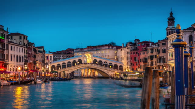 day to night: rialto bridge in venice, italy - venice italy stock videos & royalty-free footage
