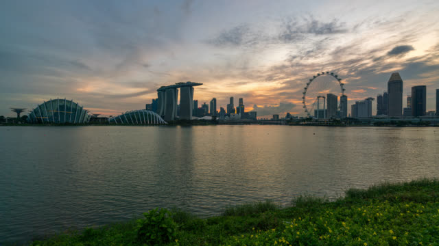 day to night scene timelapse of singapore business district downtown at sunset - day to sunset stock videos & royalty-free footage