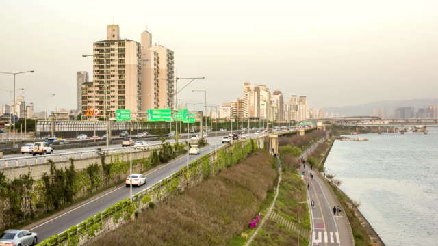 day to night scenery of traffic moving on gangbyeonbungno(riverside expressway) beside han river - personal land vehicle stock videos & royalty-free footage