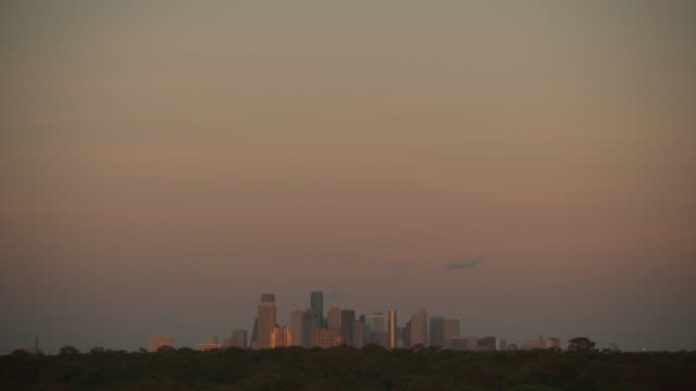 day to night series - timelapse wide shot of dusk falling over houston's skyline, texas, usa. - texas stock videos & royalty-free footage