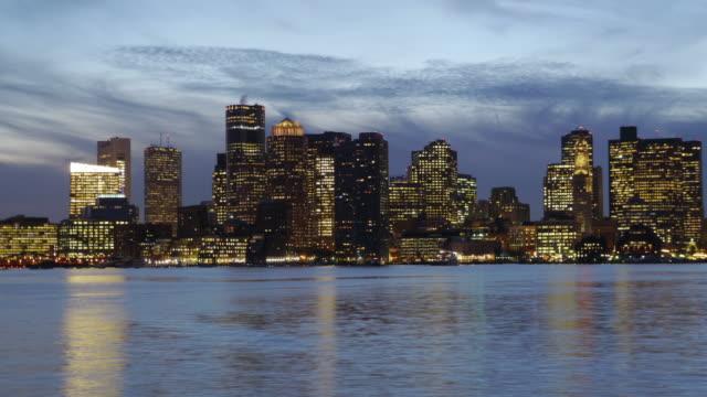 tl day to night skyline boston, usa - spoonfilm stock-videos und b-roll-filmmaterial