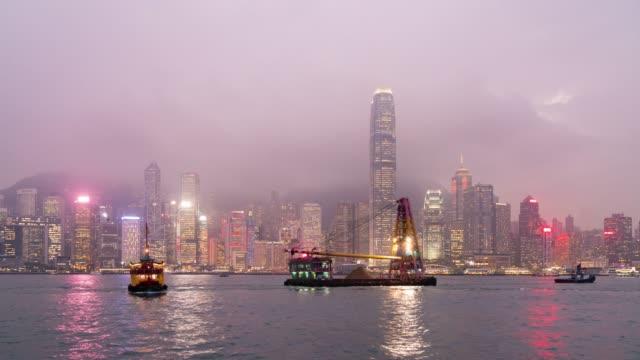 stockvideo's en b-roll-footage met 4 k tl dag naar nacht: wolkenkrabber en gebouw in hong kong city. - hong kong