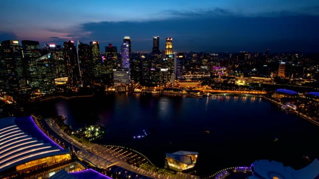 夜の時間経過する日: 夜、シンガポール市内の建物外観 - 24コマ撮影点の映像素材/bロール