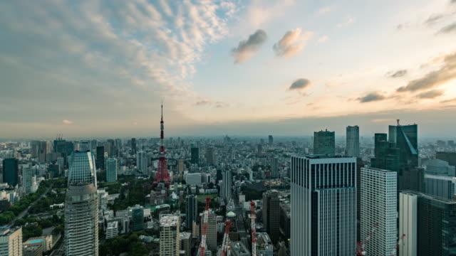デイ・ツー・ナイト・タイム・ラプス 東京スカイラインの高い眺め - 昼から夜点の映像素材/bロール