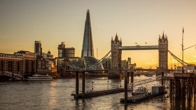 day to night time lapse in london - tower bridge stock videos & royalty-free footage