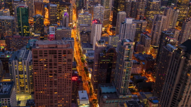 Day to night time lapse in the streets of Chicago