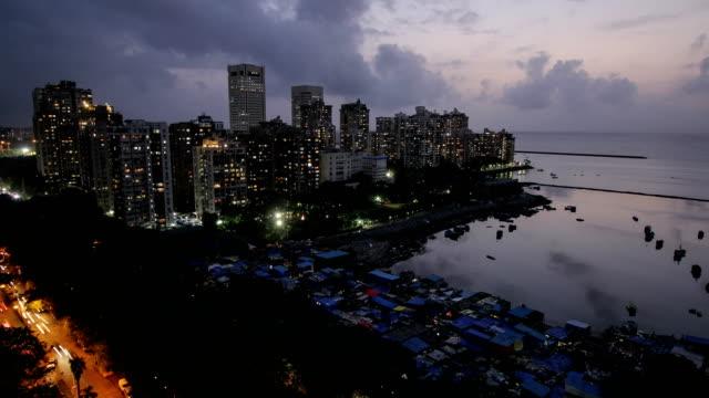 vídeos de stock e filmes b-roll de day to night time lapse - mumbai city - pobreza questão social