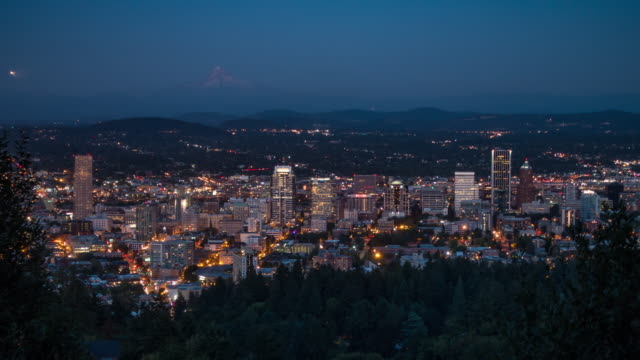 4k day to night time lapse of downtown portland, oregon usa - portland oregon sunset stock videos & royalty-free footage