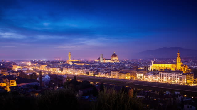 vídeos de stock e filmes b-roll de day to night time lapse of florence, italy - florença