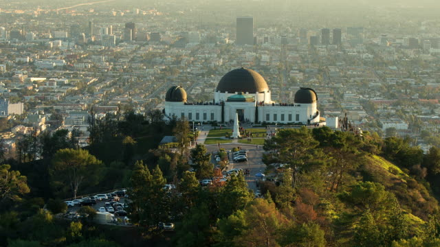 day to night time lapse of griffith observatory in cityscape - griffith observatory stock videos & royalty-free footage