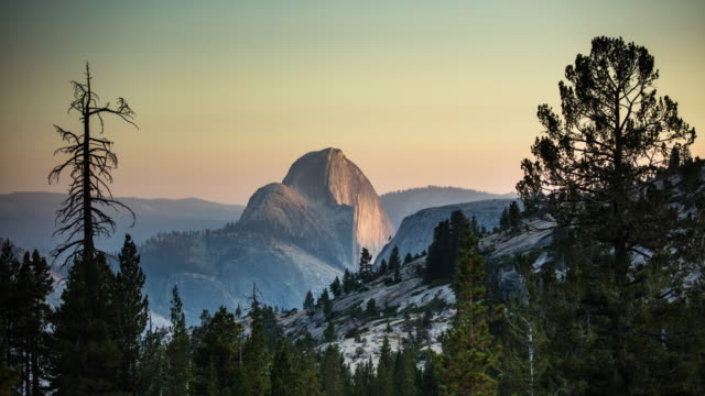 day to night time lapse of half dome, yosemite national park - half dome stock videos & royalty-free footage