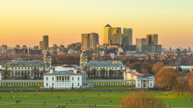 day to night time lapse of london skyline seen from the observatory hill in greenwich park. - royal navy college greenwich stock videos & royalty-free footage