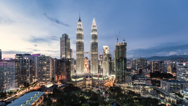 stockvideo's en b-roll-footage met day to night time lapse of petronas towers, elevated view - kuala lumpur