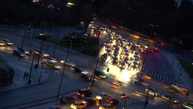 stockvideo's en b-roll-footage met day to night time lapse of traffic in a busy intersection - athene griekenland