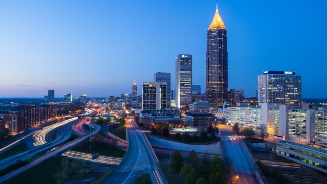 stockvideo's en b-roll-footage met day to night time lapse transition - elevated view over traffic and the midtown atlanta skyline, georgia, united states of america - georgia us state