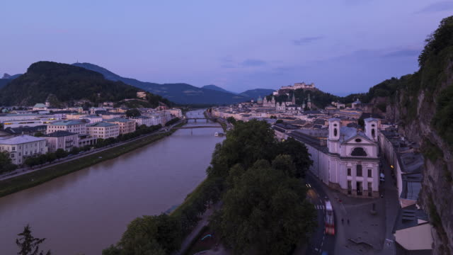 vidéos et rushes de day to night time lapse. view from the mönchsberg terrace to the hohensalzburg fortress and old town area of salzburg and salzach river. salzburg, austria. - culture autrichienne