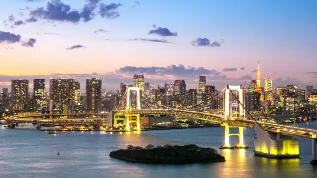 4 k 昼から夜への時間の経過。レインボーブリッジ上空から見た東京 - 橋点の映像素材/bロール