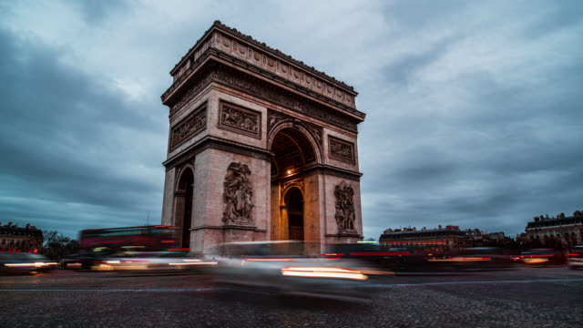 day to night timelapse of arc de triomphe - triumphal arch stock videos & royalty-free footage