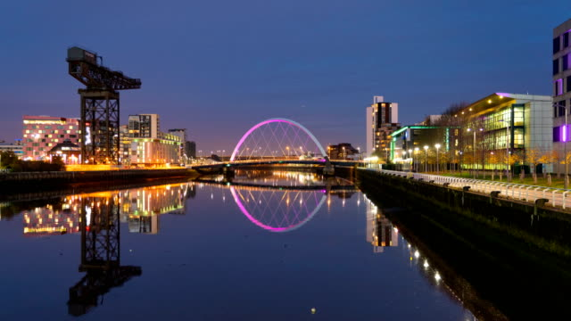 4k day to night timelapse of clyde arc bridge at dusk, glasgow, scotland - arch bridge stock videos & royalty-free footage