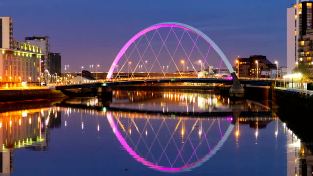cu 4k day to night timelapse of clyde arc bridge at dusk, glasgow, scotland - arch bridge stock videos & royalty-free footage