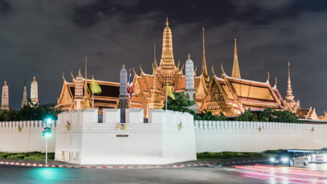 day to night timelapse of the Grand Palace, Bangkok