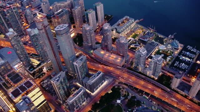day to night timelapse shot of urban city center toronto from above - spoonfilm stock-videos und b-roll-filmmaterial