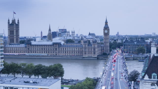 vidéos et rushes de day to night tl of westminster bridge and the houses of parliament. - parlement britannique