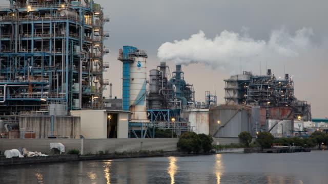 t/l ws day to night transition over factory / kawasaki, kanagawa, japan - chimney stock videos and b-roll footage