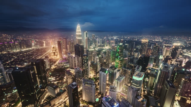 ms/tl day to night transition/ time lapse of kuala lumpur skyline and financial district showing the petronas towers. - petronas twin towers stock videos & royalty-free footage