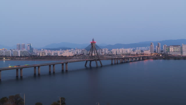 day to night view of city buildings near olympicdaegyo bridge over han river / songpa-gu, seoul, south korea - personal land vehicle stock videos & royalty-free footage