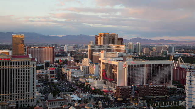 day to night view of the las vegas strip from above - the strip las vegas stock-videos und b-roll-filmmaterial