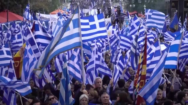 vídeos de stock, filmes e b-roll de days ahead of a parliament vote thousands rallied in central athens on sunday to protest an agreement that would rename neighboring macedonia to the... - república da macedônia