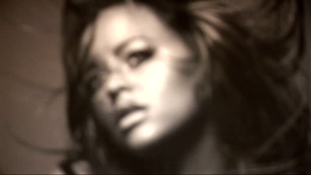 vidéos et rushes de interview with photographer lorenzo agius / celebs mingling kimberley walsh speaking with woman in front of black and white photo of her / general... - robe rouge