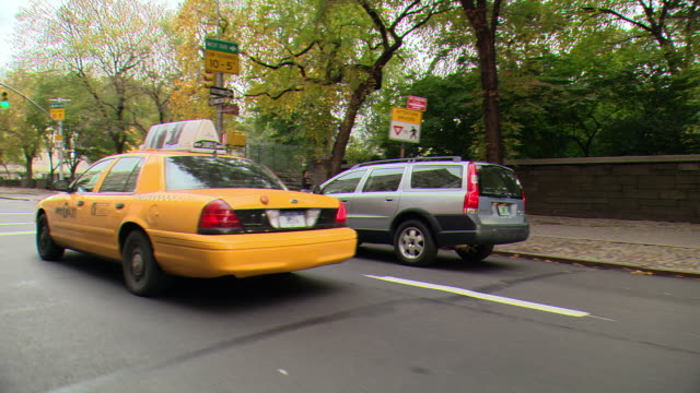 cpov / ts / side / front view / daytime driving through manhattan / new york city / ny ny - yellow taxi stock videos & royalty-free footage