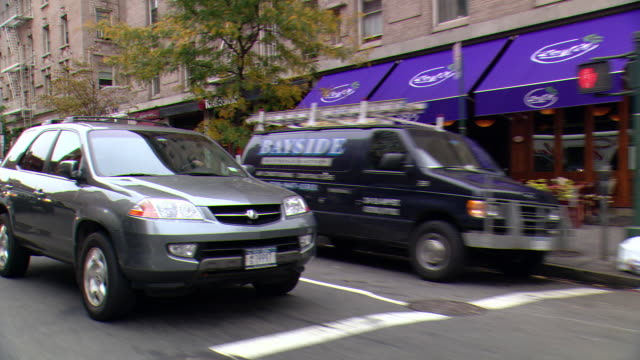 stockvideo's en b-roll-footage met cpov / ts / side / rear view / daytime driving through manhattan / new york city / ny ny - sports utility vehicle