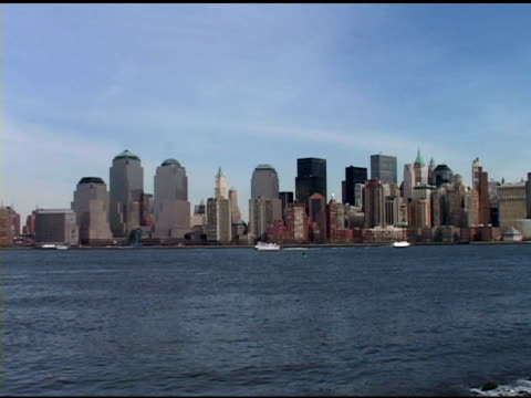 daytime lower manhattan skyline (without twin towers, excellent ny harbor as seen from new jersey, march 2002. from statue of liberty to lower... - 2001 bildbanksvideor och videomaterial från bakom kulisserna